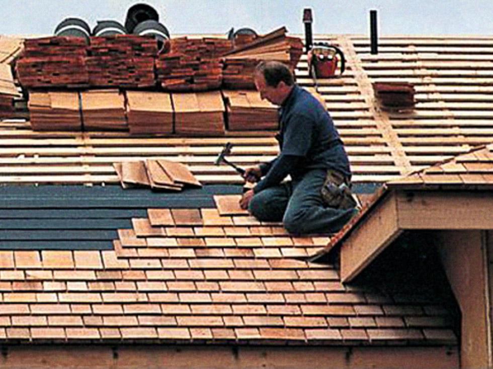 Instalaci n de tejas de madera tejas de madera for Tejados y cubiertas de madera